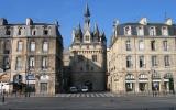 Place du Palais et Porte Cailhau