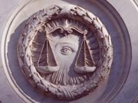 Guide du Paris maçonnique : la voie triomphale, du Louvre à la défense